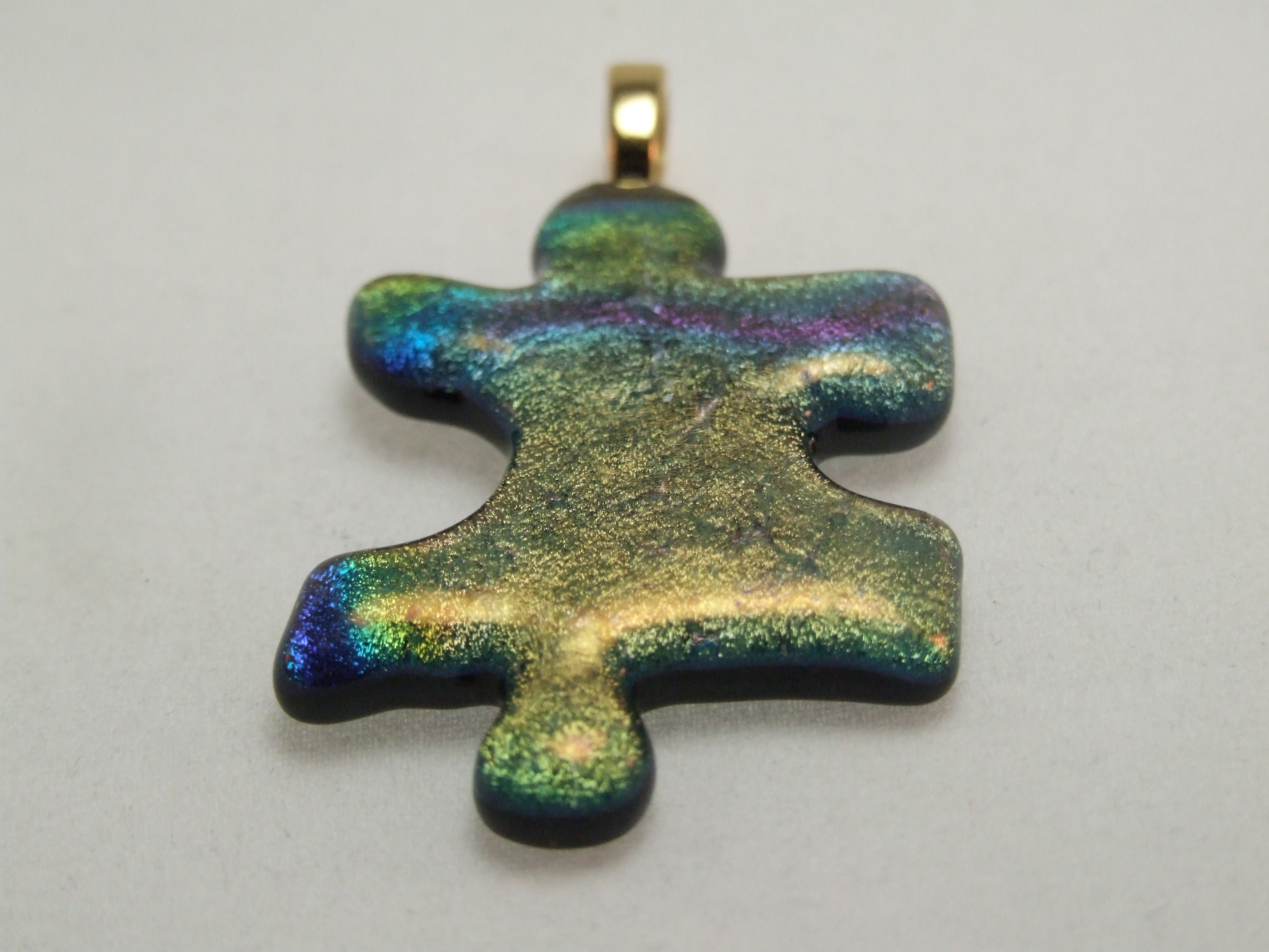 Fused glass puzzle pendant by Lynn Smythe