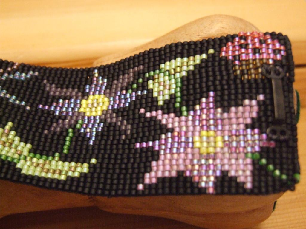 Beaded bracelet pattern, made with Miyuki delicas, designed by Lynn Smythe.