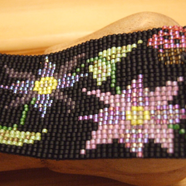 Beaded bracelet pattern, made with Miyuki delicas, designed by Lynn Smythe.