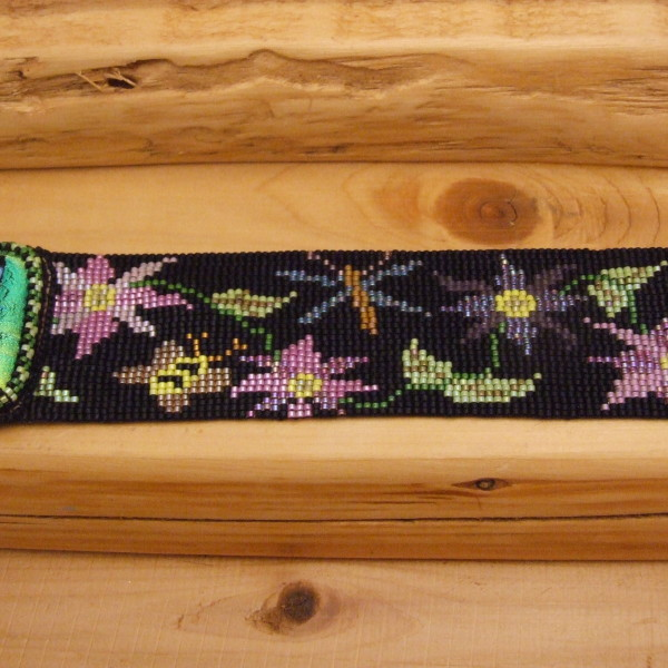 Flower Garden beaded bracelet pattern designed by Lynn Smythe.