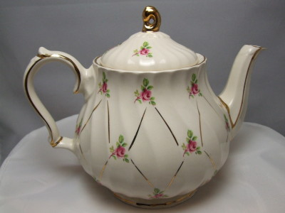 Vintage teapot from Sadler pottery.